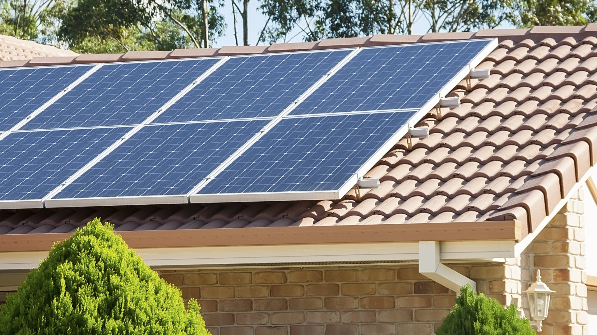 How does a self-consumption photovoltaic solar kit work?